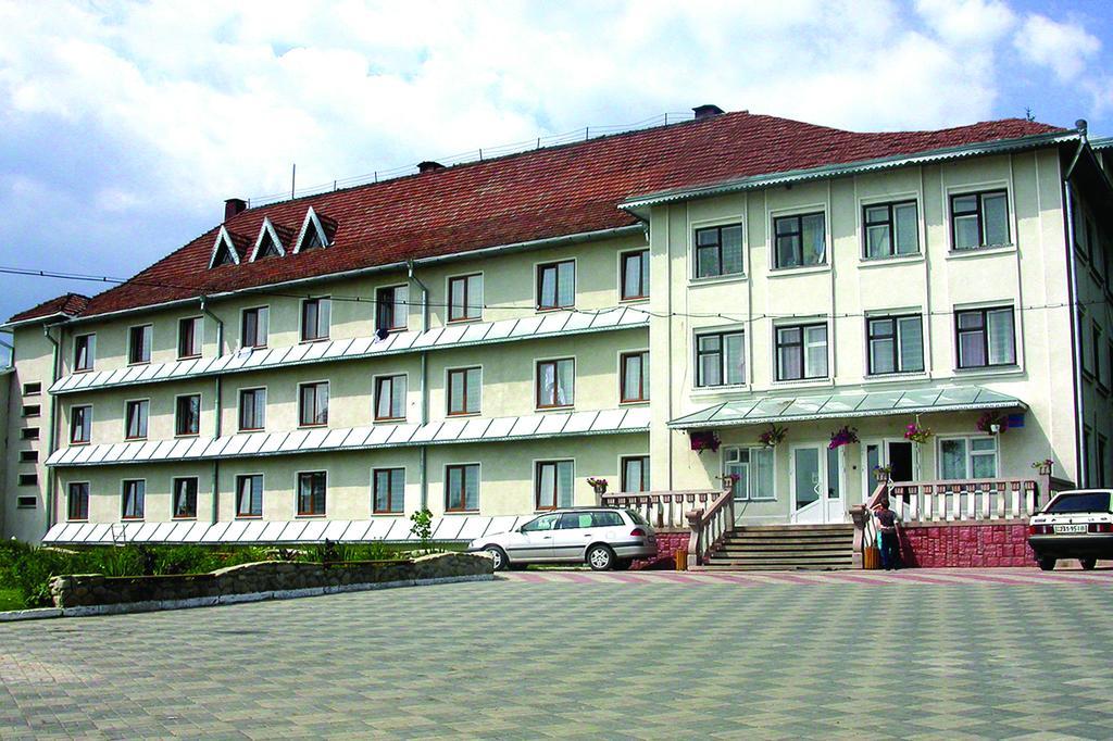 Готель «Карпатські Зорі»