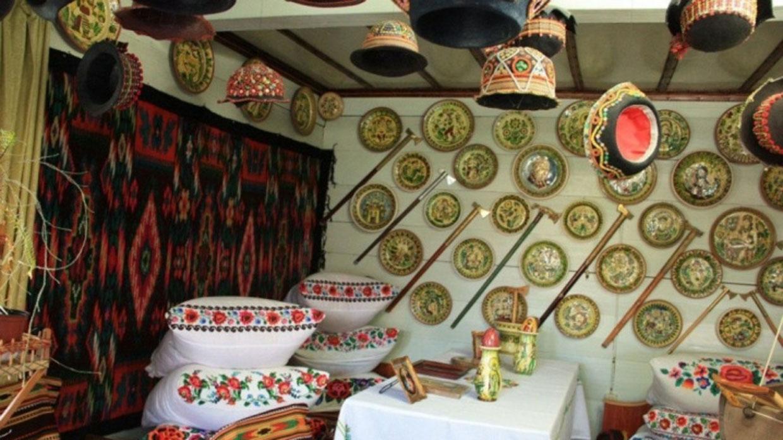Приватний музей-садиба гуцульського мистецтва родини Корнелюків