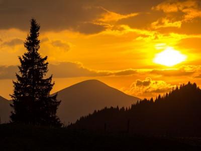 Говерла (2 061 м) – найвища вершина України, масив Чорногора